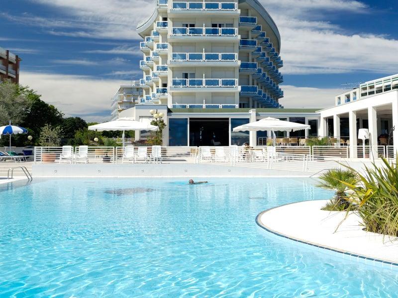 Hotel mit schwimmbad bibione majestic beach adria for Hotel munster mit schwimmbad