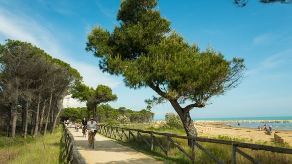 A BIBIONE 5 AQUAE IN BICI